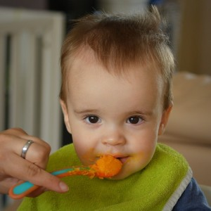 Cómo introducir fruta en la dieta para bebé