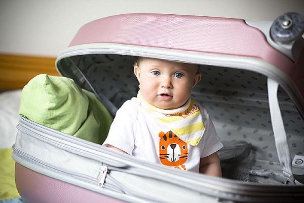 consejos-para-viajar-con-un-bebe-en-verano